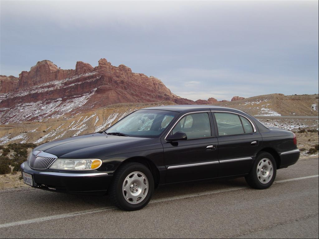 2002-Lincoln-Continental