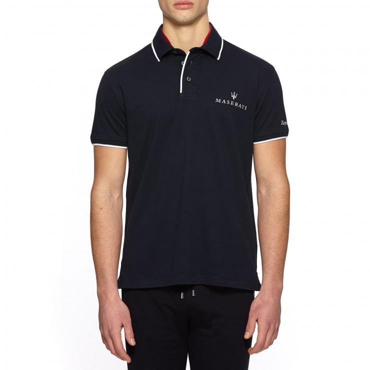 Polo: realizzata con morbido cotone piquè; un capo da indossare per essere riconosciuti come sportivi attenti allo stile.
