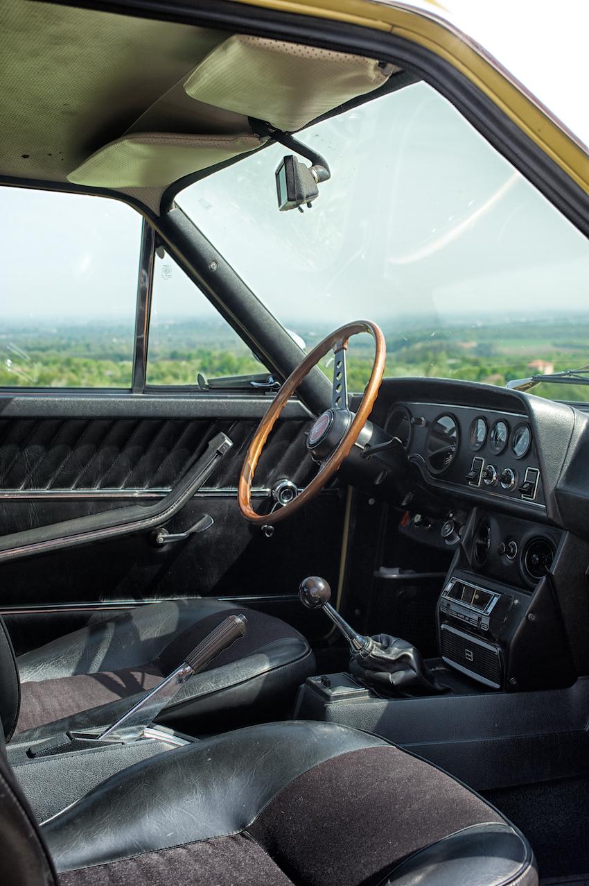 124 Sport Coupè interior