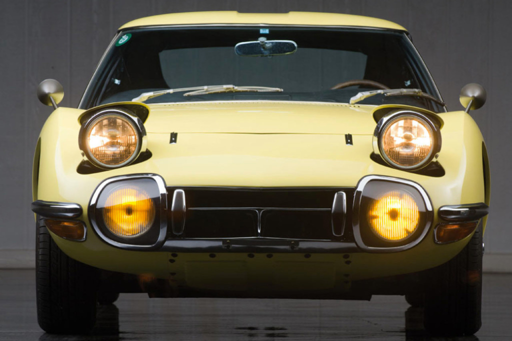1967-toyota-2000gt-1.2-million-usd-auction-4