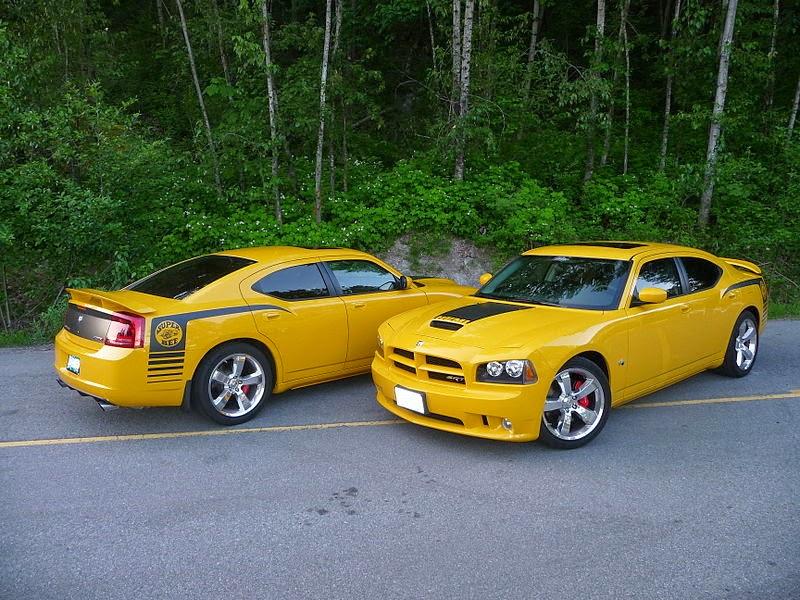 800px-2007_Dodge_Charger_SRT8_Super_Bee