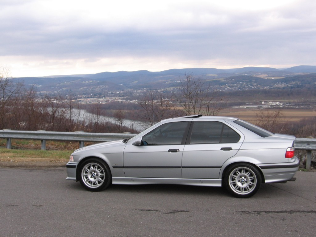 BMW_E36_sedan