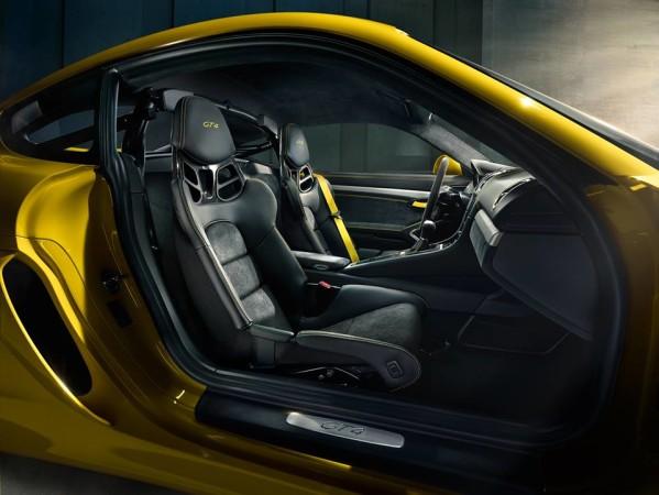 Porsche-Cayman-GT4-interni-interior-599x450