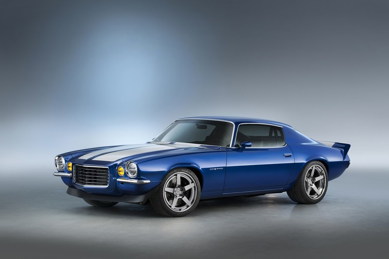 Chevrolet Performance is showing off the new LT4 crate engine in the most attractive way possible – under the hood of a classic 1970 Camaro RS.