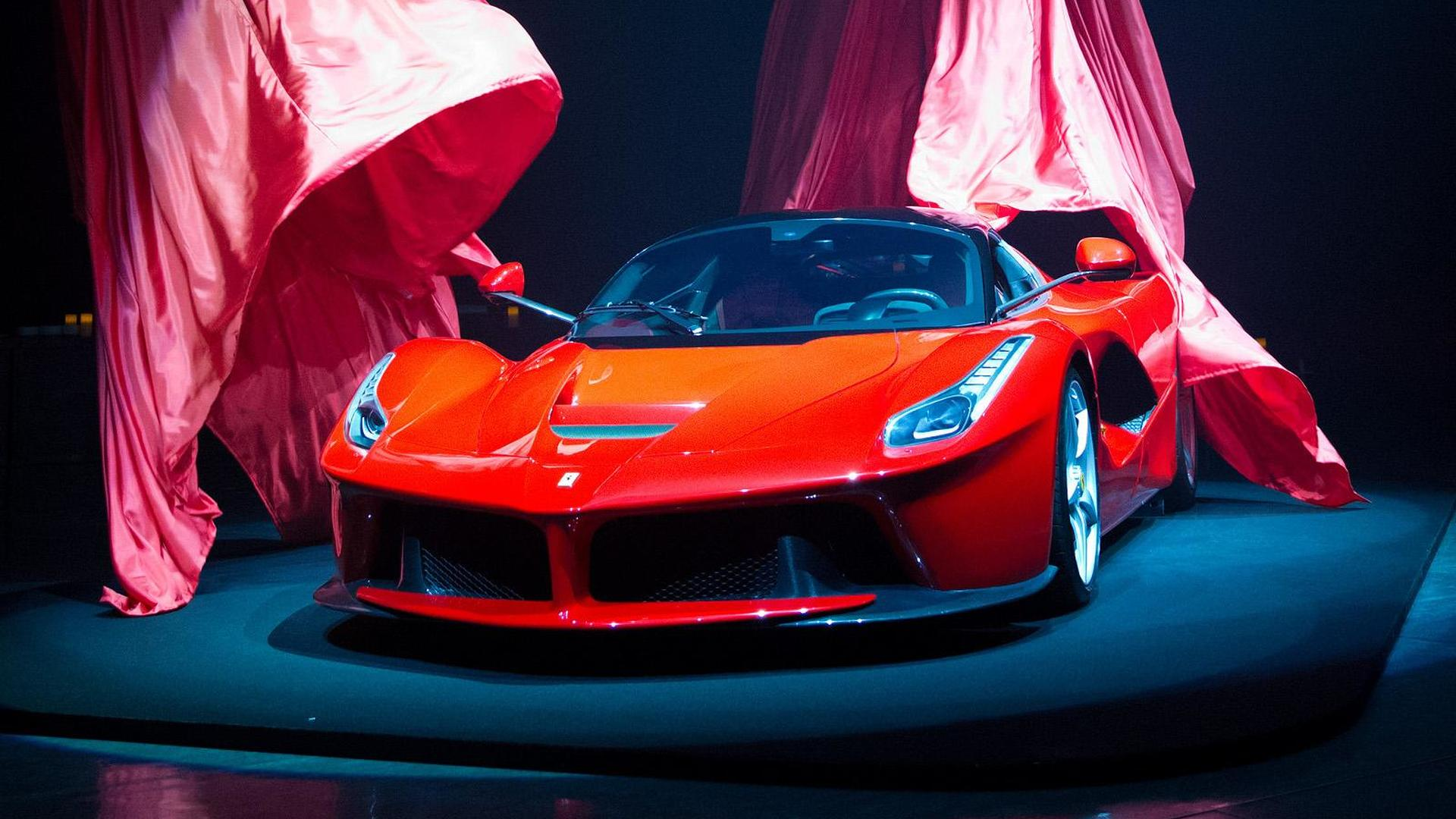 2013-413296-ferrari-laferrari-japanese-debut-31-05-20131