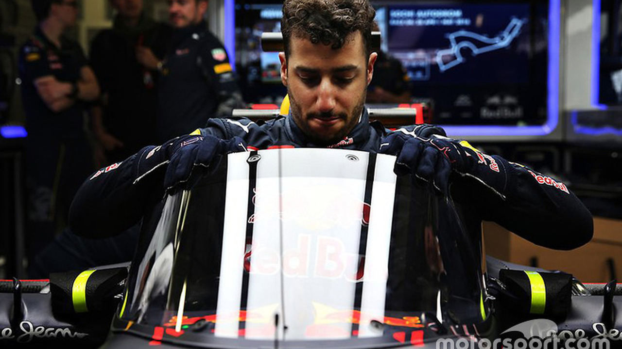 daniel-ricciardo-red-bull-racing-rb12-with-the-aeroscreen (1)