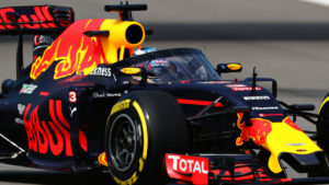 daniel-ricciardo-red-bull-racing-rb12-with-the-aeroscreen