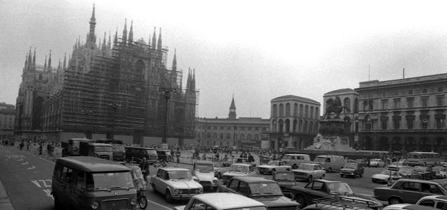 Auto Piazza Duomo Milano
